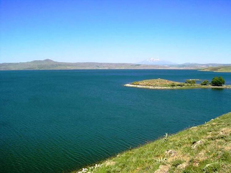 Nazik Gölü Kamp Alanı