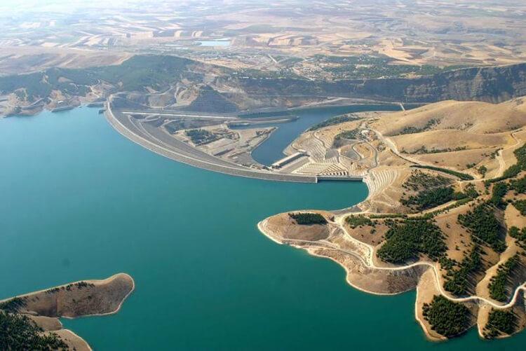 Atatük Barajı Kamp Alanı